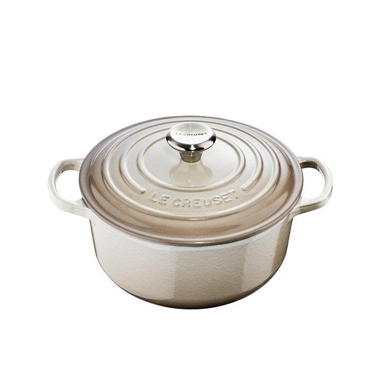 Le Creuset Signature Round French Oven 20cm - 2.4L Nutmeg