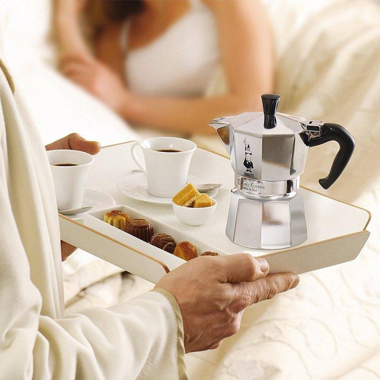 Bialetti Moka Express Stovetop Espresso Maker 6 Cup