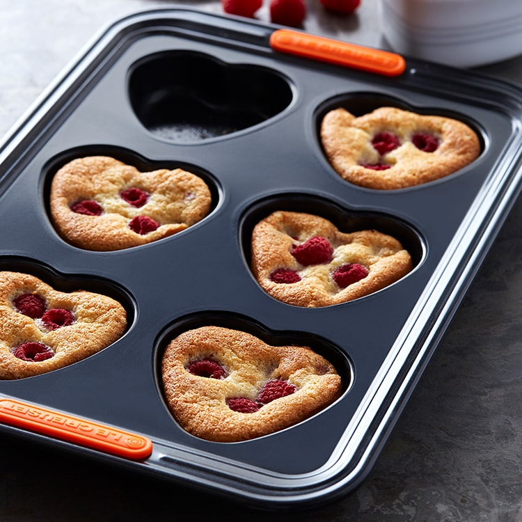 Le Creuset Toughened Non-Stick Heart Shaped Muffin Tray 6 Cup image #3