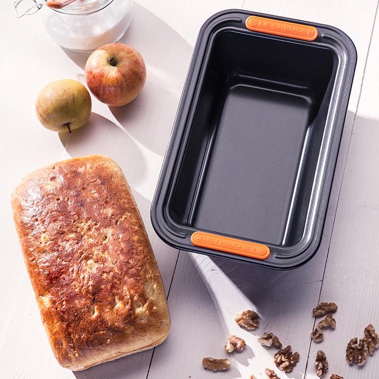 Le Creuset Toughened Non-Stick Loaf Tin 23.5x13.5x7cm