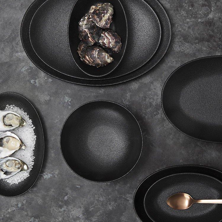 Maxwell & Williams Caviar Black Oval Plate 35x25cm